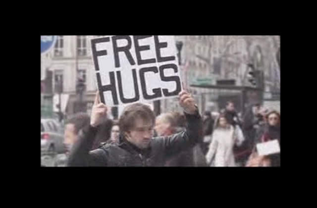 [EDIT] Les Free Hugs contre la discrimination