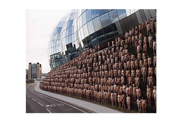 Pour Greenpeace : tout le monde tout nu