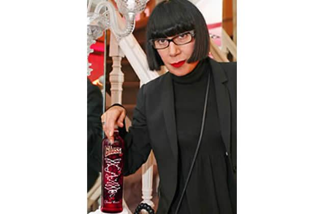 Chantal Thomass (dés)habille la bouteille de Gloss