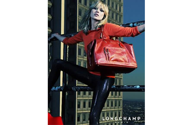 Kate Moss pose pour Longchamp