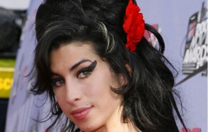 Lien permanent vers Amy Winehouse passe au blond