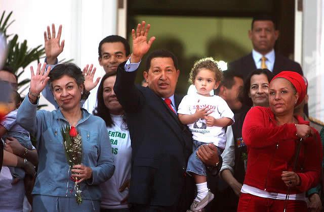 Deux otages des FARC libérées, Hugo Chavez félicité