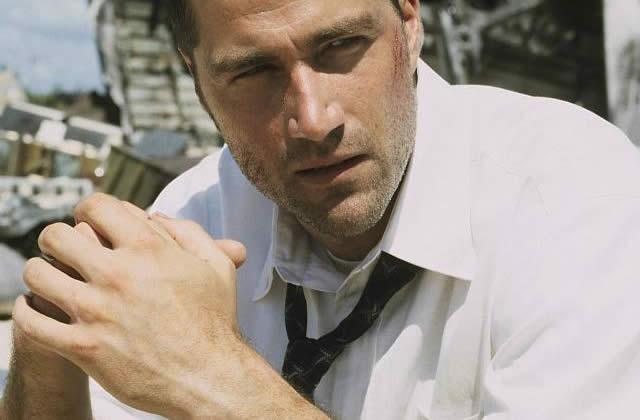Matthew Fox (Lost) agacé par les questions de Cauet