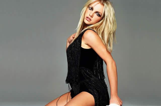 Britney Spears passe derrière la caméra