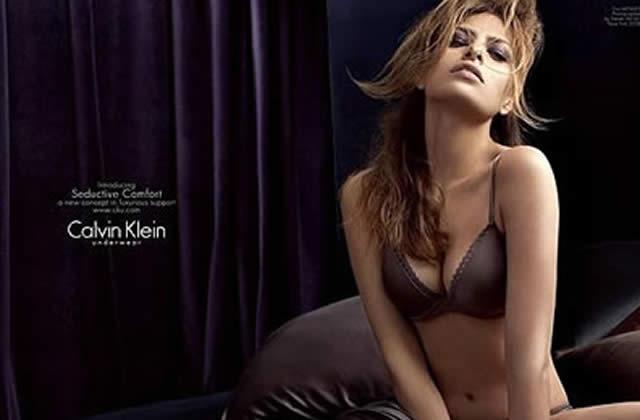 Eva Mendes, bonne en Calvin Klein