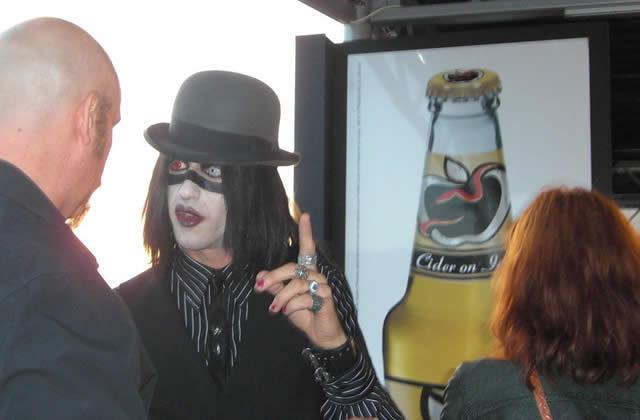 Marilyn Manson perruq'jacké : un fake ?