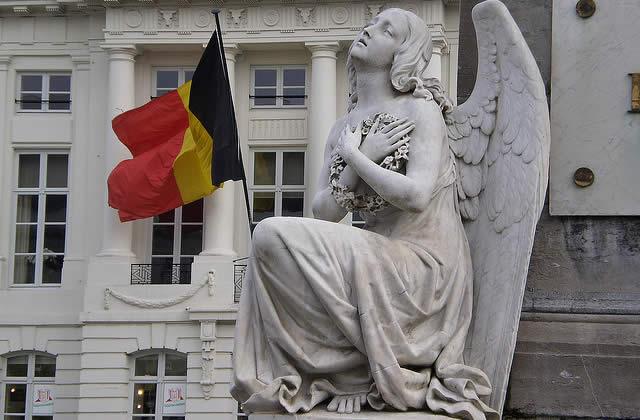Belgique : à quels seins se vouer ?