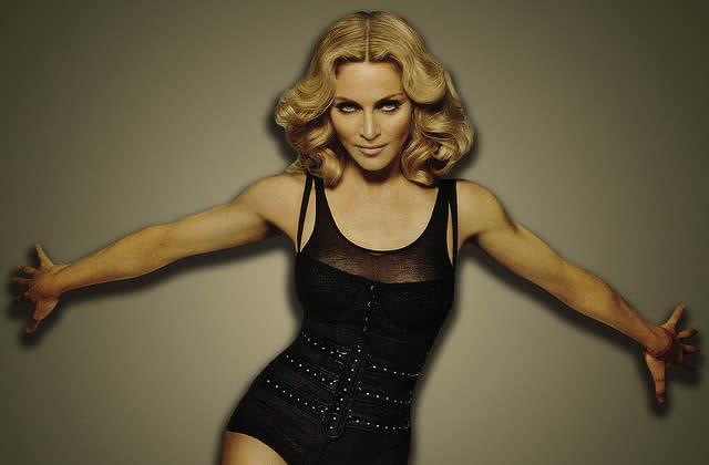 Madonna mélange tout, y compris McCain et Hitler