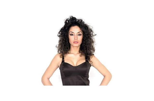Raffaella Fico, virginité à vendre