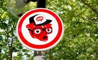 Vrais-faux panneaux de signalisation à Lyon
