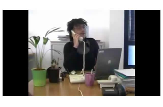 Les salariés de Motorola chantent Le Téléphone Pleure…