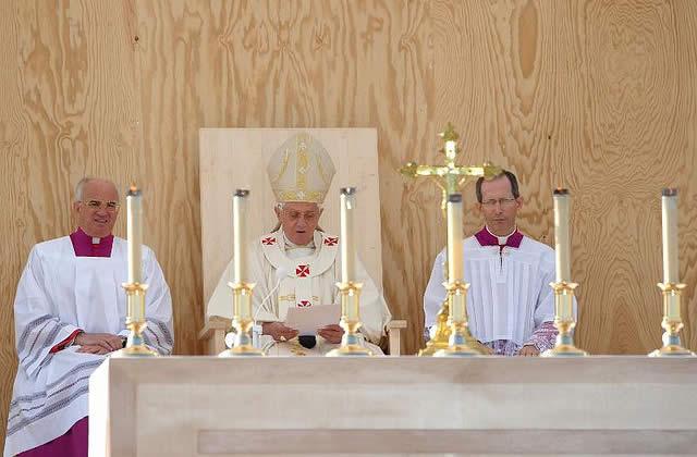 Le pape, les intégristes et le négationniste