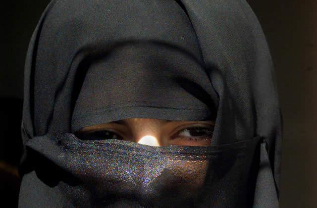 Faut-il interdire la burqa en France ?
