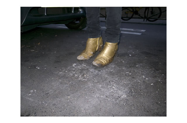 Do It Yourself : Les boots dorées d'Alison Mosshart
