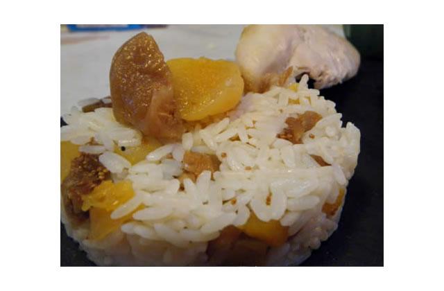 Blancs de poulet, riz aux fruits secs et petits légumes fricassés, sauce au miel & vinaigre