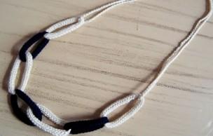Lien permanent vers Tuto bijou : un collier chaine en tricotin