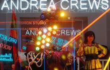 Andrea Crews défile à Beaubourg