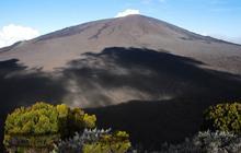 Grimper en haut du volcan Le Piton de la Fournaise