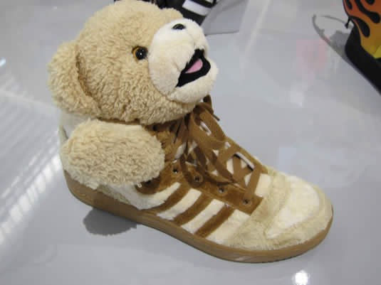 Les sneakers Teddy Bear de Jeremy Scott  adidasscott