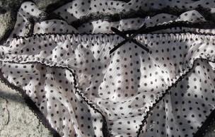 Lien permanent vers 1 jour 1 culotte – La culotte qui joue son avenir sur les fesses de Bob