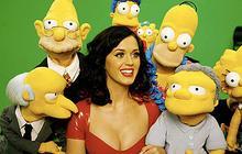 Katy Perry en robe latex chez les Simpson