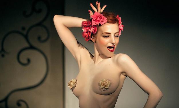 burlesque eve la plume