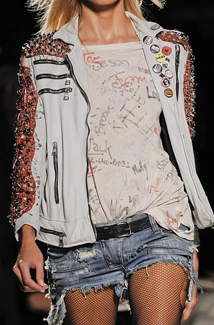 balmain tee shirt graffitis