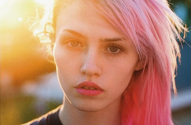 Charlotte Free, la nouvelle Kate Moss aux cheveux roses