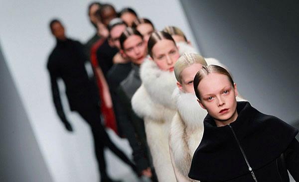 défilé fashion week londres