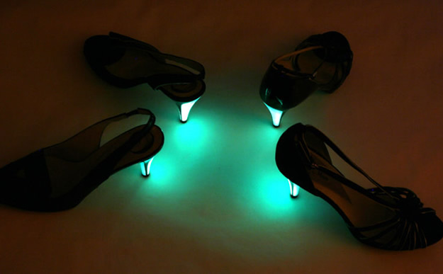 little moon talons fluo 2 Mardi cest pas permis : les chaussures fluorescentes Little Moon
