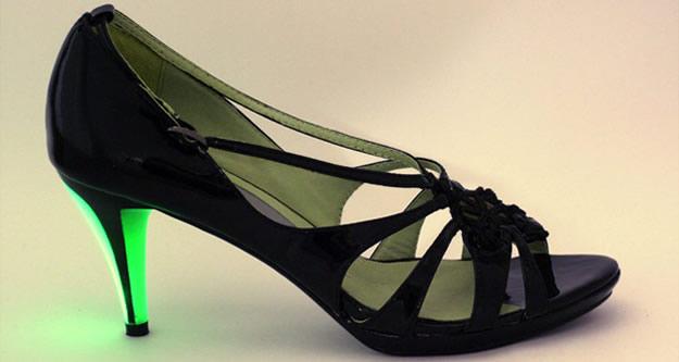 Mardi cest pas permis : les chaussures fluorescentes Little Moon little moon talons fluo
