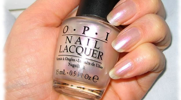 opi pearl of wisdom Remix Beauté : les vernis couture Dior & Chanel