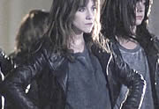Lien permanent vers Charlotte Gainsbourg et son look dans le clip Terrible Angels