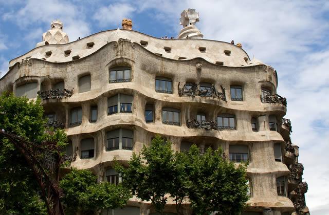 L 39 art nouveau courbes nature et couleurs - Art nouveau architecture de barcelone revisitee ...