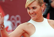 Lien permanent vers Kate Winslet et sa robe photoshop Stella McCartney