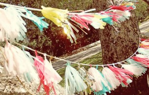 Lien permanent vers Guirlandes en papier coloré pour déco festive