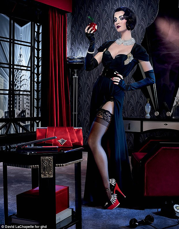 katyperrypomme Katy Perry se la joue Blanche Neige dans une campagne de pub