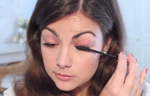 Lien permanent vers Tutos vidéos : comment poser l'eye liner et le mascara