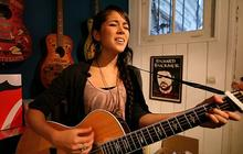 Kina Grannis chante In Your Arms acoustique