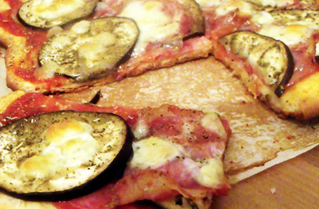 Recette de la pizza aubergine et coppa