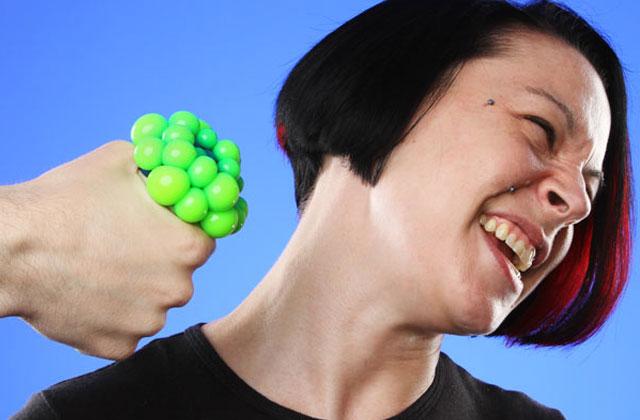La balle anti-stress imitation maladie infectieuse – Idée cadeau pourrie #9