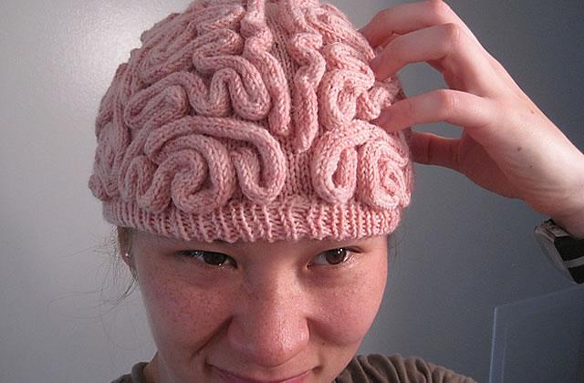 Un bonnet cerveau – Idée cadeau pourrie #7