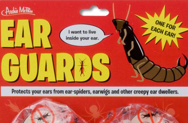 Des protège-oreilles anti-insectes – Idée Cadeau Pourrie #2