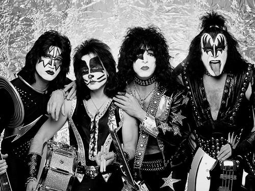 Que pensez-vous des groupes qui se déguisent ? Kiss_Paris_-_Bercy_20080617