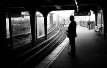 Comment tuer le temps dans une gare de campagne quand on a raté son train ?