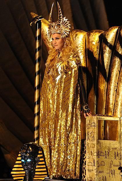 Madonna en Givenchy Haute Couture au Super Bowl   madonnasuperbowl1