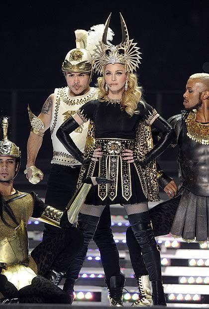 Madonna en Givenchy Haute Couture au Super Bowl   madonnasuperbowl2