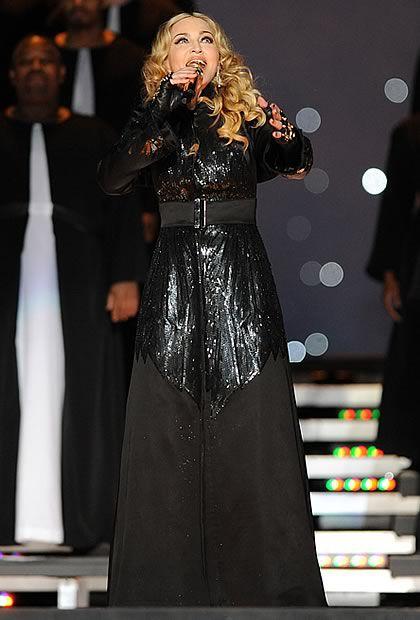Madonna en Givenchy Haute Couture au Super Bowl   madonnasuperbowl3