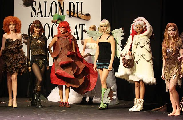 Le défilé des robes en chocolat au Salon du Chocolat 2012