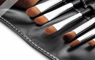 Lien permanent vers Maquillage du teint : Houppette, Pinceau ou Eponge ?